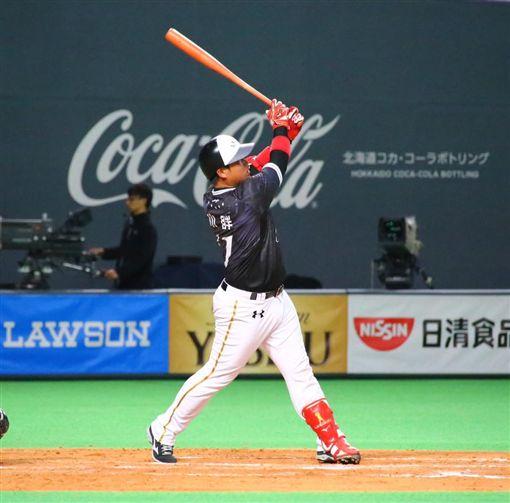 ▲Lamigo強打林泓育在札幌交流賽擊出二壘打。(圖/Lamigo球團提供)