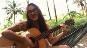 吊床,吉他,河邊,悲劇,表演 圖/翻攝自臉書
