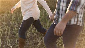 情侶、牽手、交往、戀人、戀愛/pixabay
