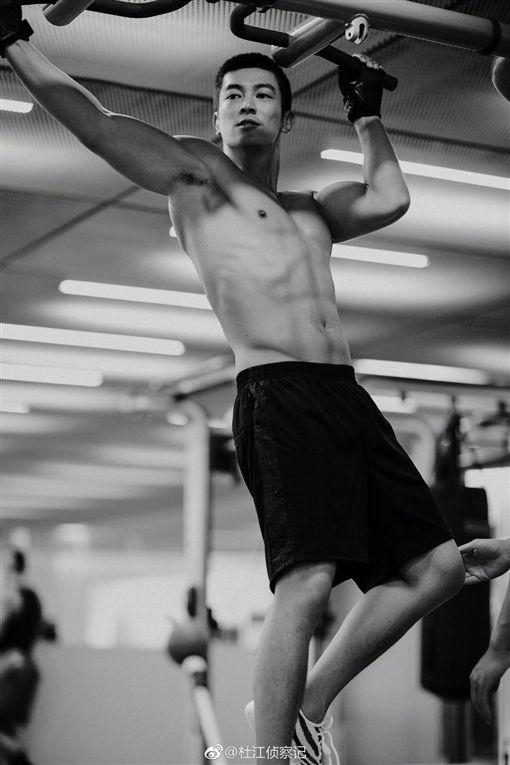杜江,健身,肌肉。(翻攝自微博)
