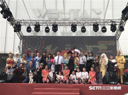 2018台北燈節,萬人踩街遊行。(圖/記者簡佑庭攝)