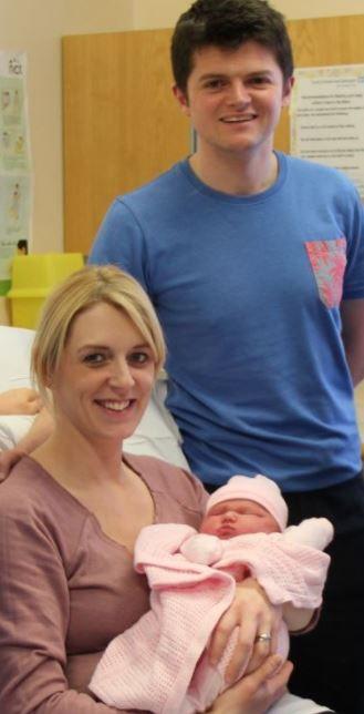 英國,孕婦,生產,寶寶,臨盆,雪地,接生(圖/翻攝自推特@GNairambulance)