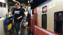 馬英九一早搭台鐵前往花蓮觀光。(圖/翻攝馬英九臉書)