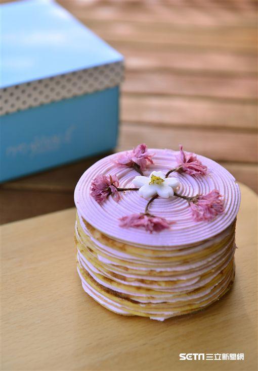 櫻花甜點,軌範櫻花千層派,日式櫻花捲。(圖/夢卡朵蛋糕供應)