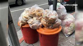 近10袋麵包丟路邊! 連鎖麵包店挨批浪費