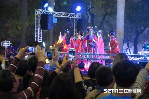 台北燈節,踩街大遊行,皮卡丘。(圖/記者簡佑庭攝)