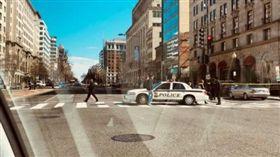 警方沿著K Street整個街區拉上封鎖線。(圖/翻攝推特)