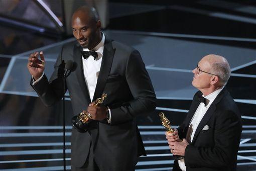 ▲NBA湖人隊傳奇球星Kobe Bryant 獲得奧斯卡獎。(圖/路透社/達志影像)