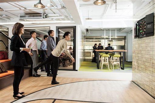 神秘總部曝光!一窺台灣賓士嶄新辦公室。(圖/Mercedes-Benz提供)