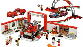 編號45889的Lego Ferrari Ultimate Garage(圖/翻攝Lego網站)。