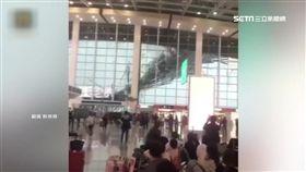 大風作怪! 江西南昌機場裝飾被吹壞
