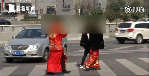 大陸,陝西,西安,婚紗,斑馬線,馬路,拍照 圖/翻攝自看看新聞