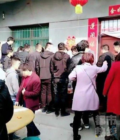 陝西西安婚禮遇婚鬧 女子被摔昏迷/新華網