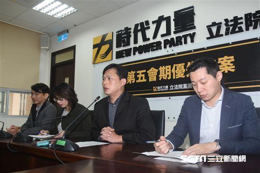 時代力量主席黃國昌召開例行記者會。 圖/記者林敬旻攝