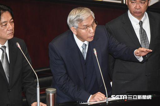 中央銀行總裁楊金龍備詢。 圖/記者林敬旻攝