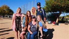 ▲中信兄弟總教練Cory Snyder(史耐德)全家在亞歷桑納春訓時合影。(圖/取自中信兄弟Fans Club)