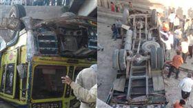 印度卡車翻落河床 至少30人死亡 圖/翻攝自推特