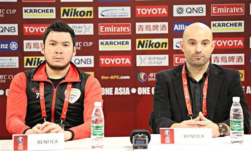 ▲賓菲加總教練葡萄牙籍Bernardo Tavares與球員Vinicivs Morais。(圖/中華足協提供)
