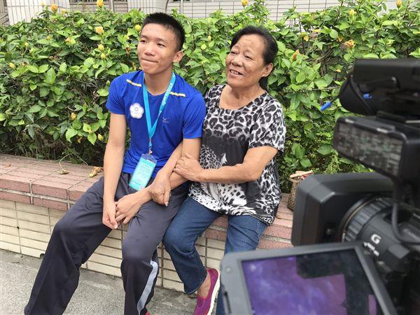 ▲韓棨賢與家人間感情深厚,成為他努力的主要動力。(圖/《空手崛起》拍攝團隊提供)