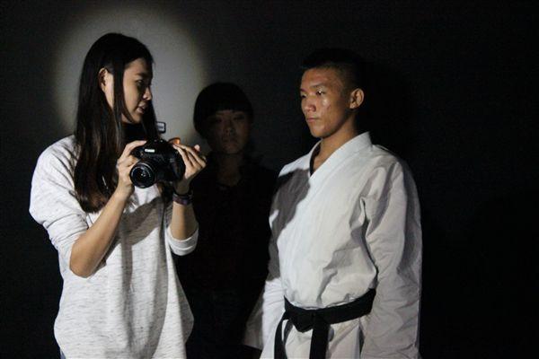 ▲學生導演黃珮珈(左)。(圖/《空手崛起》拍攝團隊提供)