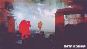 台南冷凍廠氨氣外洩,消防員穿防護衣