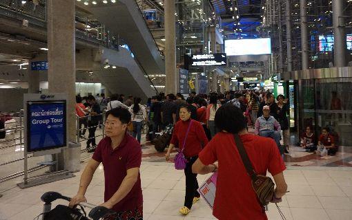 泰國海關嚴查逃漏稅泰國海關重申貴重物品必須申報,凡有序號的筆電或相機等在入出境時都要申報。圖為曼谷蘇凡納布國際機入境大廳。中央社記者劉得倉曼谷攝 107年3月7日