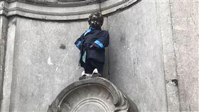 史上首次 尿尿小童換裝台灣客家服飾史上首次,國際知名景點尿尿小童7日變裝「台灣客家小童」,以深藍大襟衫現身。中央社記者唐佩君布魯塞攝 107年3月7日