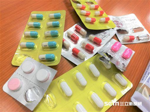 保健食品,藥丸,感冒,發燒,頭痛,藥品(圖/記者楊晴雯攝)