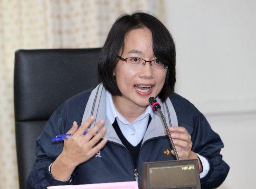 吳音寧:只有想把事情處理好台北農產運銷公司總經理吳音寧(圖)8日在北農公司說明8日拍賣情形,對於外界質疑神隱,吳音寧多次說「我比較歹勢」,只有想要怎麼樣把事情處理好,沒有想到要怎麼說。中央社記者張皓安攝  107年3月8日