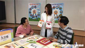 為了讓糖尿病友擁有正確的飲食觀念,中華民國糖尿病衛教學會和賽諾菲股份有限公司合作,共同開發出首套台灣本土化食物九宮格教具。(圖/中華民國糖尿病衛教學會提供)