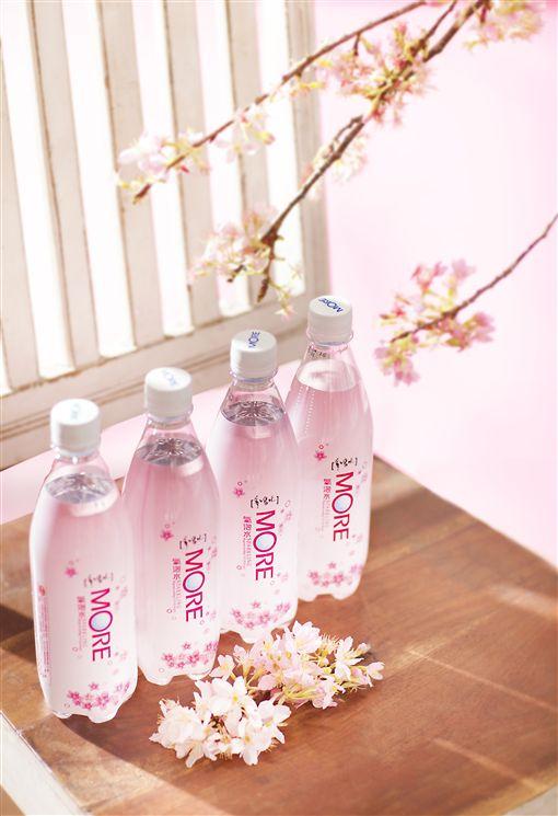 業配)春日限定─【多喝水】MORE櫻花氣泡水,限量發售,不能再錯過!