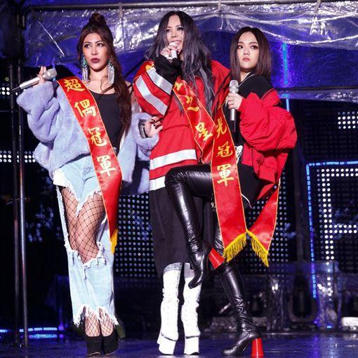 ▲參與《傲嬌》MV演出,與張惠妹、徐佳瑩有精采對手戲。(圖/翻攝自臉書)