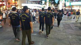 台北市少年隊在西門町巡邏(翻攝畫面)