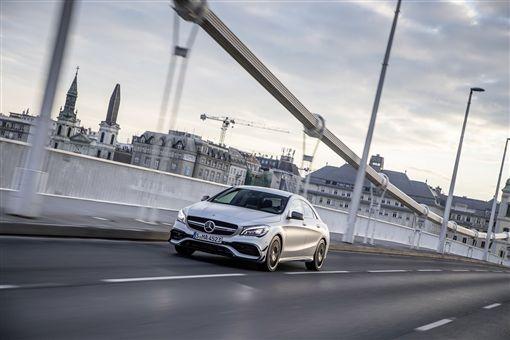 CLA 車型可享有一年乙式保險含 100 萬零件險。(圖/Mercedes-Benz提供)