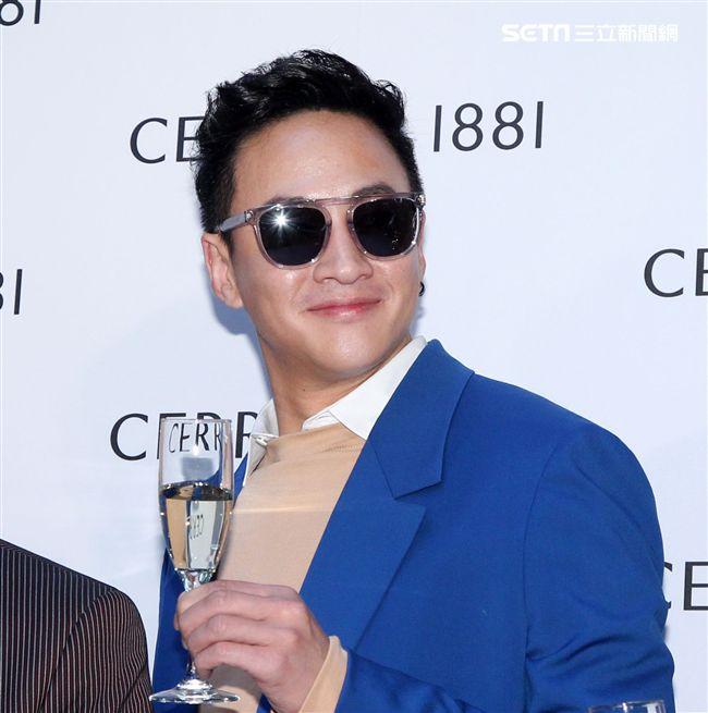 何潤東帥氣演繹2018春夏品牌系列。(記者邱榮吉/攝影)