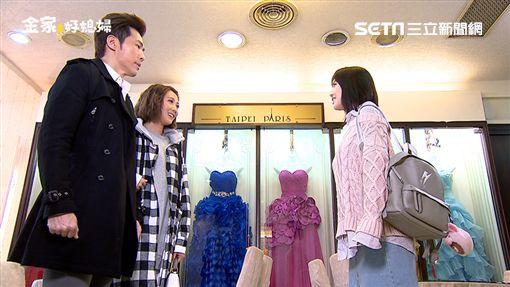 黃少祺思念韓瑜,撥電話想與她說話。 韓瑜婚紗店遇到黃少祺帶著周宜霈來挑婚紗。