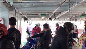 高雄渡輪海上發生碰撞 船上70名旅客受驚嚇 咱是旗津人臉書