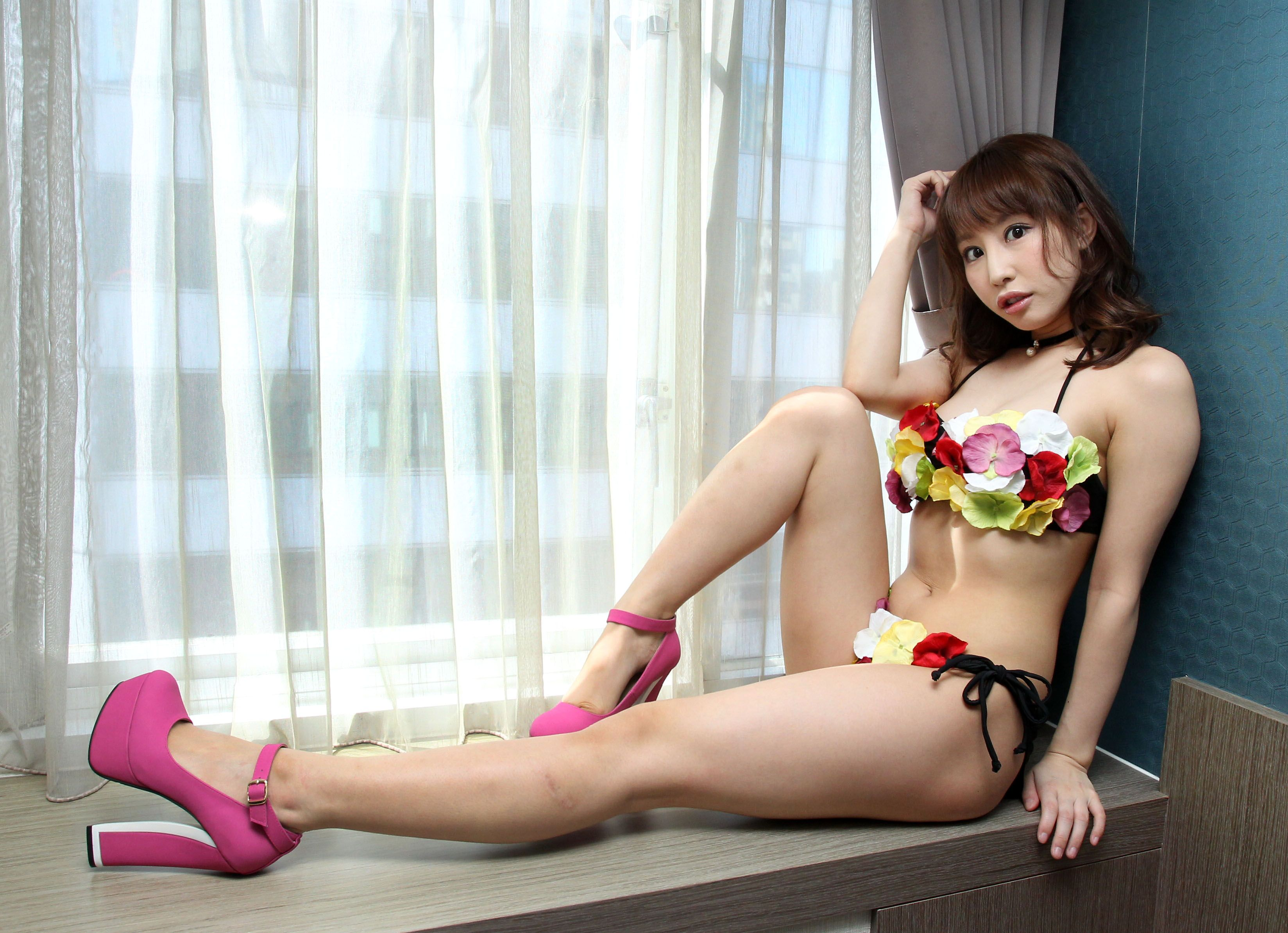 日本AV女優彩美旬果來台見粉絲,同時接受三立新聞網的專訪。(記者邱榮吉/攝影)