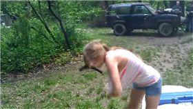 槍械,YpuTuber,影片,試槍,開槍 圖/翻攝自YouTube