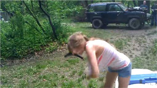 槍械,YpuTuber,影片,試槍,開槍 圖/翻攝自YouTube ID-1278175