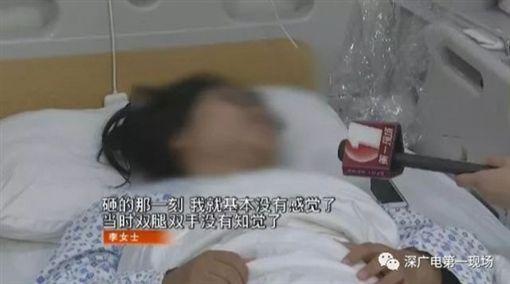 李姓女乘客遭行李箱砸中,下半身失去知覺。(圖/翻攝自《深廣電第一現場》的微博)