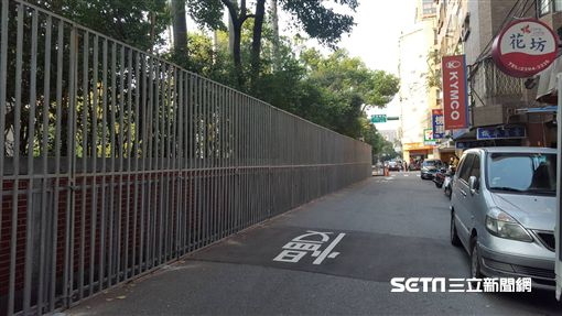立法院外牆鐵欄杆(圖/記者李英婷攝)