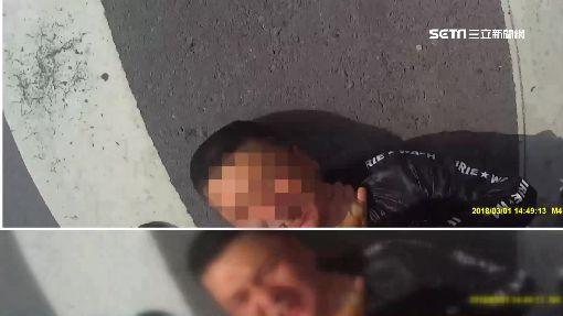 偷車賊閃追捕撞車 慘遭警掐頸壓制
