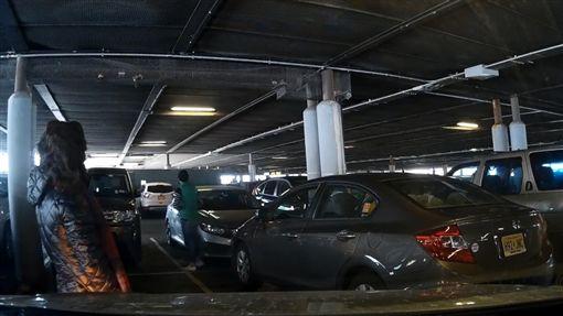 美國,紐約,停車位,肉身,佔位,誇張,痛罵,行車紀錄器,駕駛https://www.facebook.com/nchew913/videos/1609035052506511/