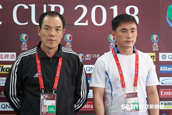 ▲北韓4.25 SC教練昊允善(左)和隊長安日凡(右)。(圖/記者蔡宜瑾攝影)