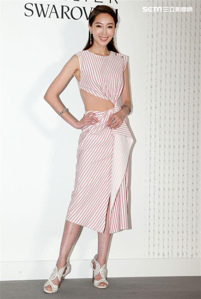 吳季剛與知名品牌再次合作推出2018春夏系列服裝與飾品,名模隋棠穿戴吳季剛設計服飾及飾品。(記者邱榮吉/攝影)