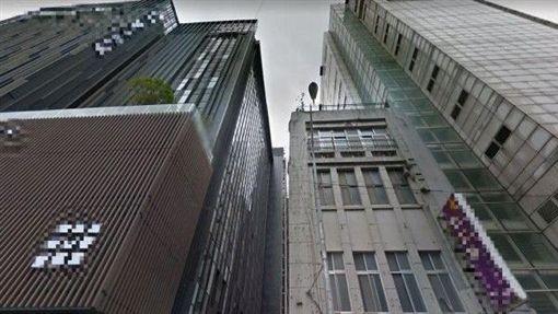 台北驚見賞活春宮祕境!這家KTV爽看隔壁旅館成人秀(圖/翻攝自Google地圖)