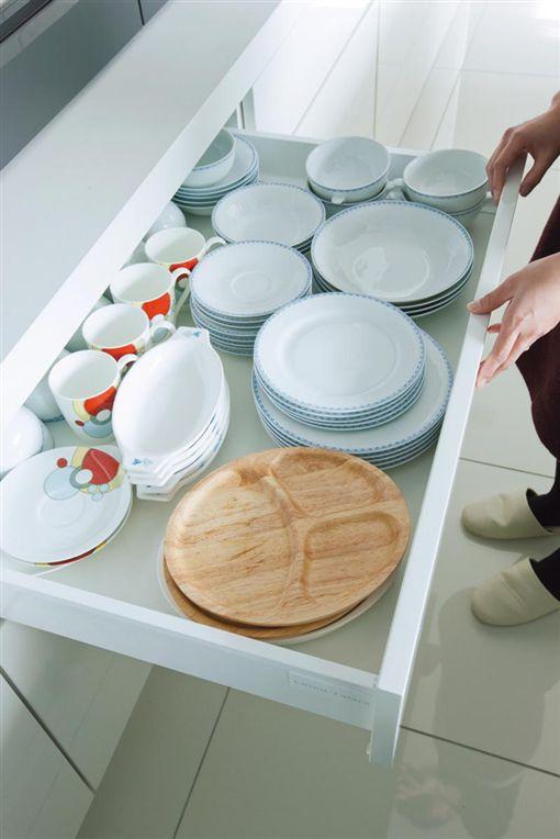 名家專用/幸福空間/日本超夯廚房設計 在牆面隱藏了海量收納空間(勿用)