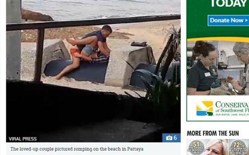 國外一對男女在泰國芭達雅海灘上上演活春宮(圖/翻攝自太陽報)