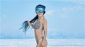 劉葉琳辣媽比基尼奔雪地 -40℃「極凍肉彈」 圖翻攝自微博